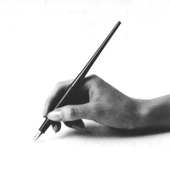 横から見たデスクペンの持ち方