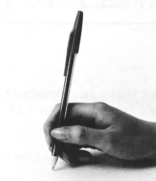 横から見たボールペンの持ち方