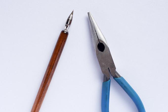 ペン先を交換する際に便利なペンチ