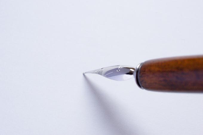 線がかすれやすいペン先の角度