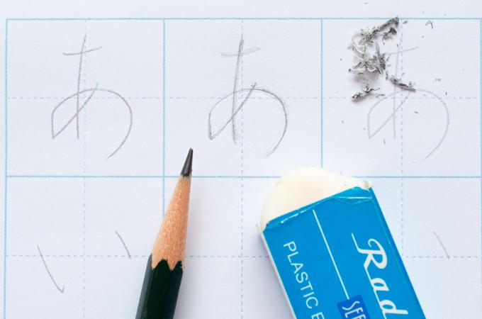 鉛筆と消しゴムを使った書写練習
