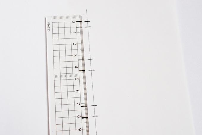 下敷き用紙に補助線を引く